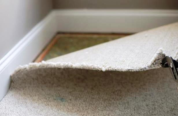 How much does it cost to remove carpet